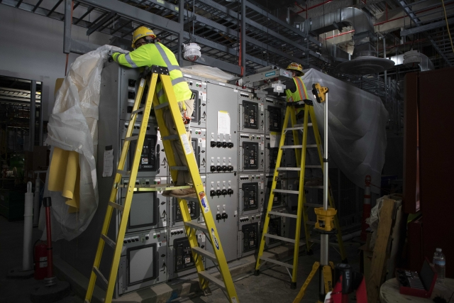 Installation of the 13.8kV switchgear in the Uranium Processing Facility's Mechanical Electrical Building