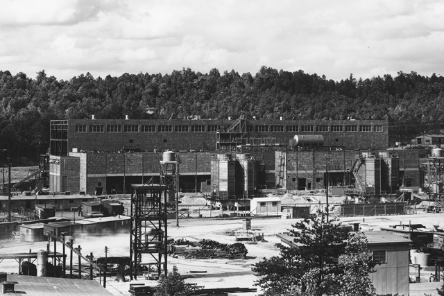 Building 9204-4 (Beta-4) under construction in August of 1943.