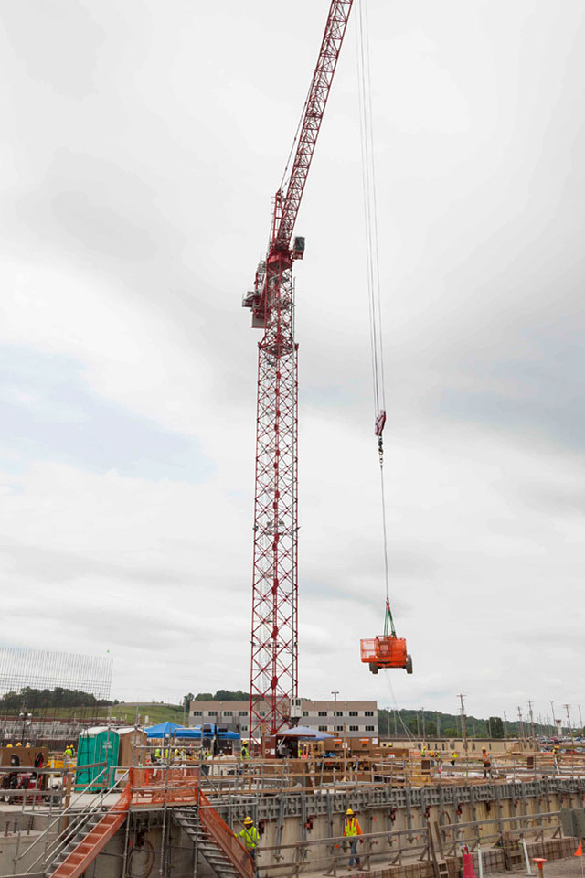 The west tower crane at the Uranium Processing Facility relocates a manlift onto the Salvage and Accountability Building foundation.