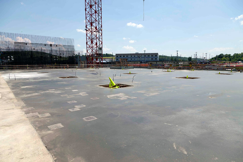The final topping slab has been placed for the Salvage and Accountability Building. This was the last topping slab placement for the Uranium Processing Facility project.