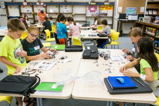 Students at Jefferson Middle School in Oak Ridge, Tennessee, create robots as part of the CNS-sponsored EV3 MINDSTORMS® Boot Camp.