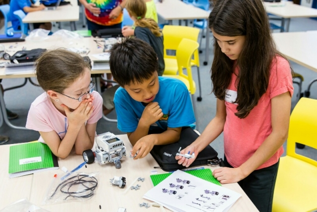 Students building a robot using LEGO MINDSTORMS technology