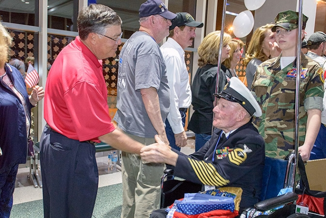 CNS's Gene Patterson welcomes home an East Tennessee veteran who participated in the 20th HonorAir Knoxville flight.